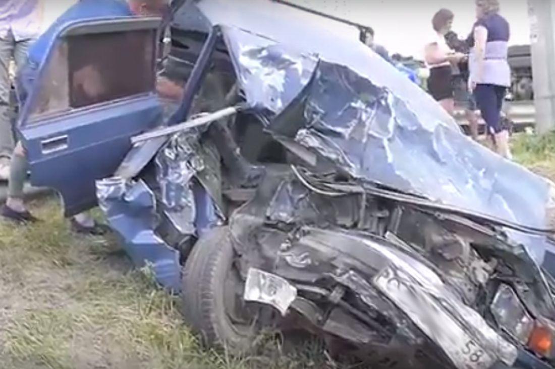 ВПензенской области фура смяла «семерку», погибла женщина