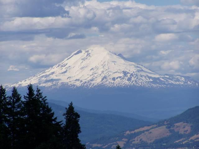 Навершине горы Адамс отыскали  замороженное тело пришельца