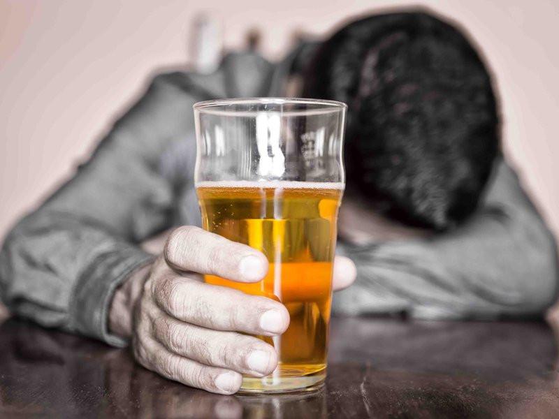 В Российской Федерации растет число алкоголиков, отказывающихся отлечения