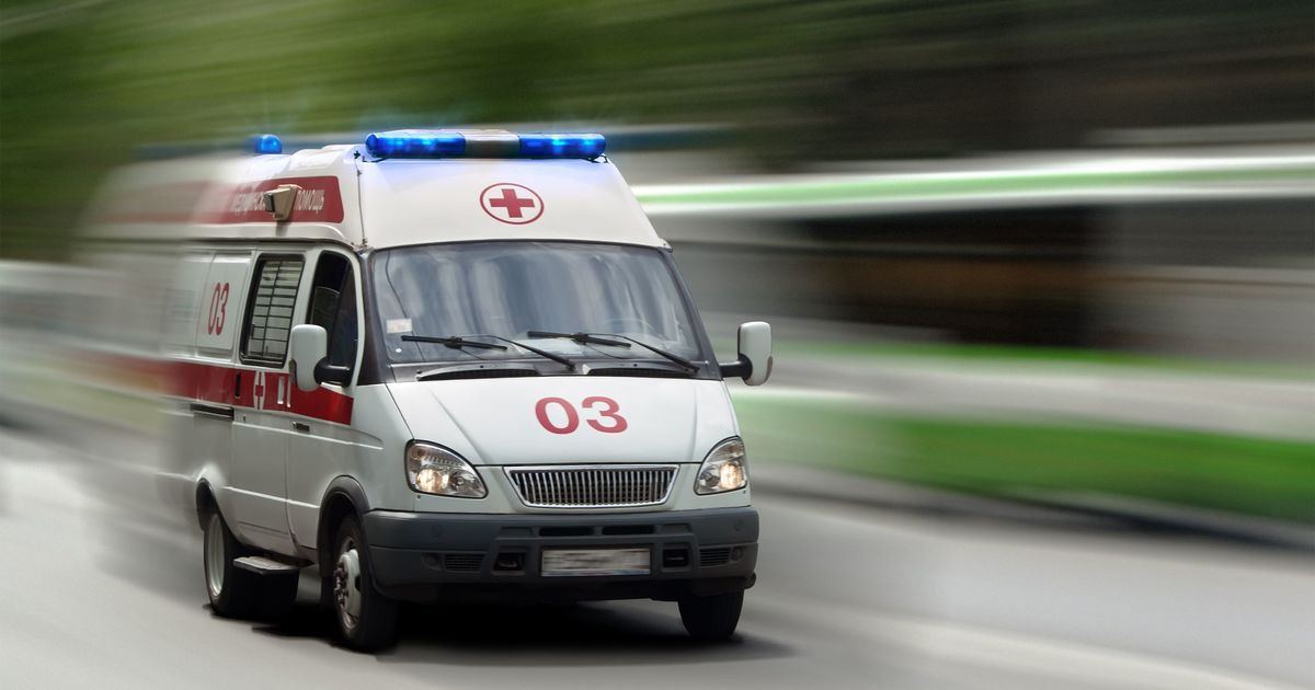 ВСаратове неадекватный мужчина после прыжков помашине кусал врачей