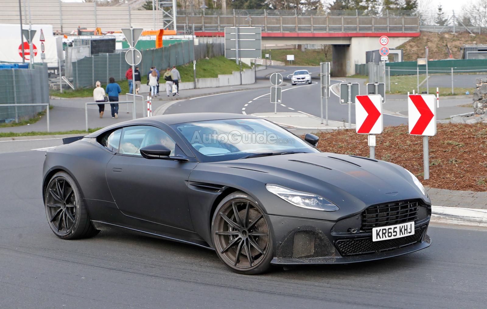 Неизвестные угнали «Aston Martin» и«Porsche Cayenne» вПетербурге