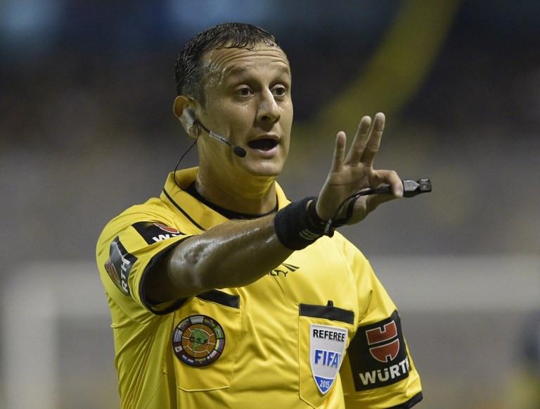Арбитр изАргентины спас жизнь футболисту прямо вовремя матча