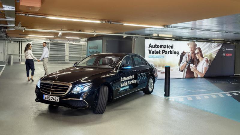 Bosch и Мерседес Бенс разработают «умные» парковки для авто