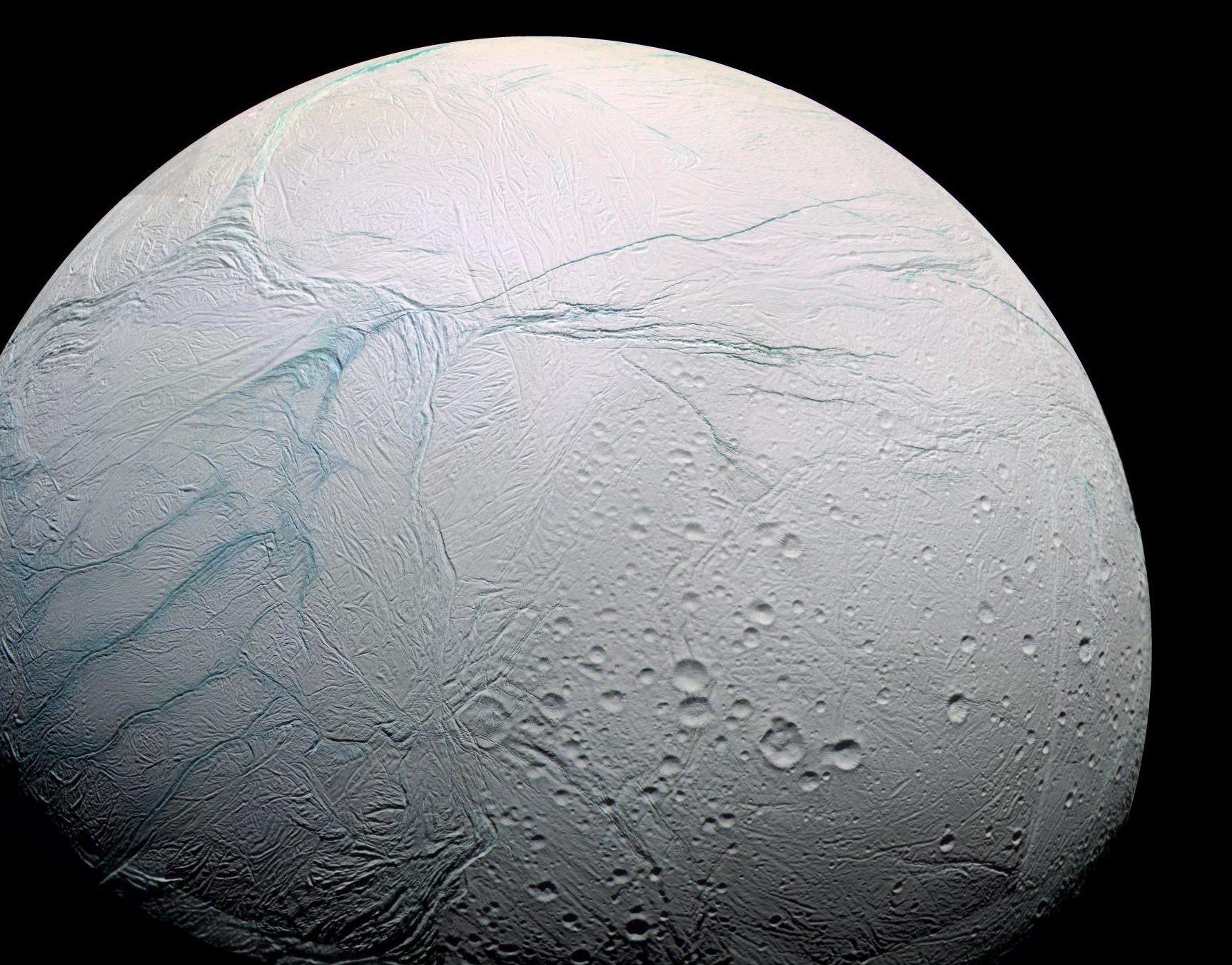 Ученые сообщили, что знают, как увидеть загадочных пришельцев налуне Сатурна