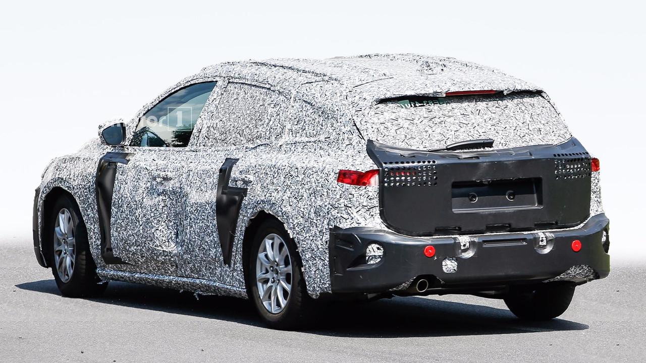 ВСеть попали первые шпионские фото нового Форд Focus вкузове универсал