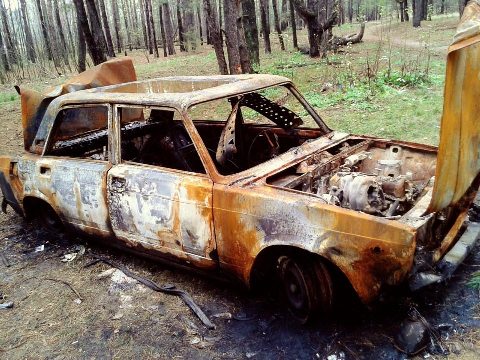 Свердловские полицейские раскрыли убийство строителя, чей труп сожгли вмашине