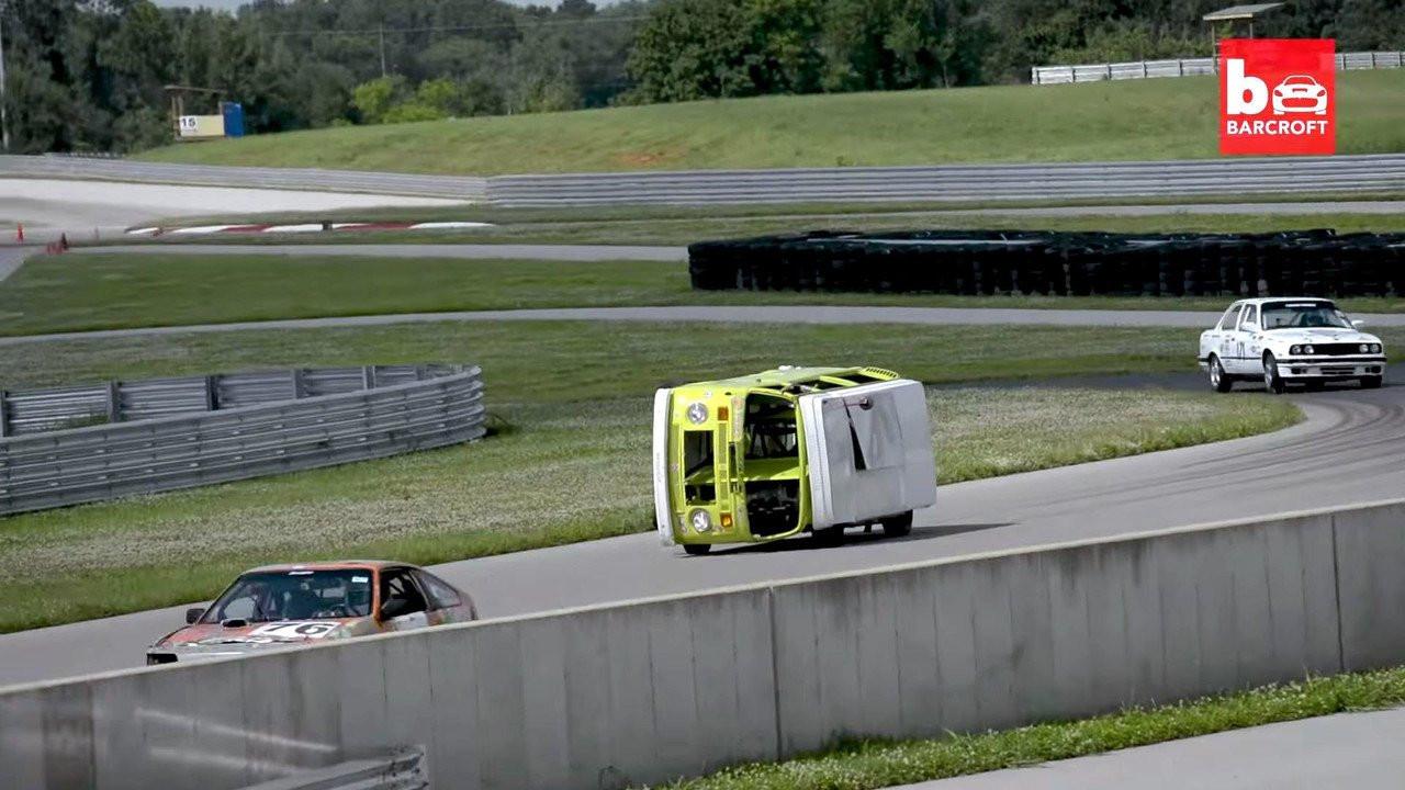 Представлен гоночный фургон Фольксваген, ездящий набоку