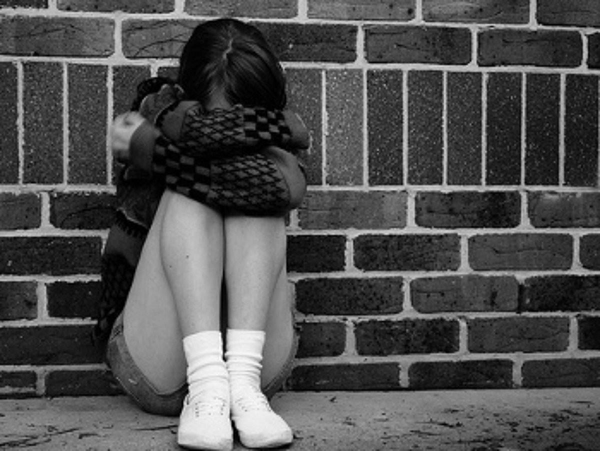 ВСоединенном Королевстве  два раза  задень изнасиловали 15-летнюю школьницу