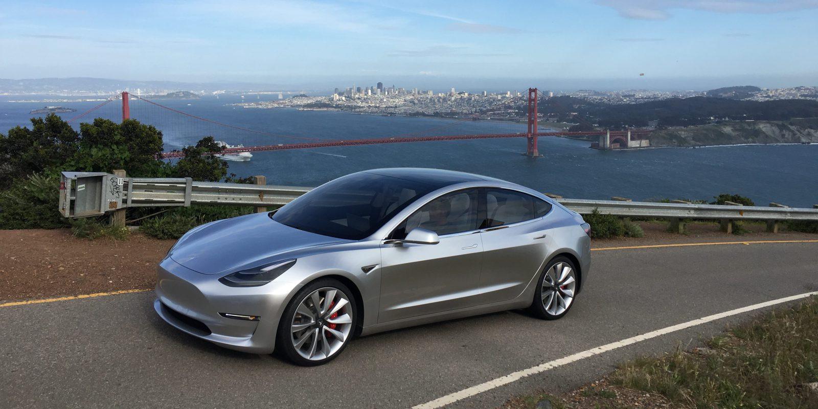 Компания Tesla представила электромобиль Model 3 в2-х вариантах комплектации
