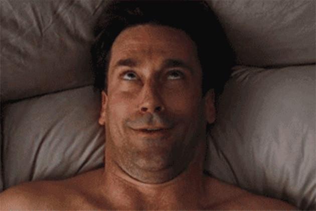 Мужчина испытывает оргазм