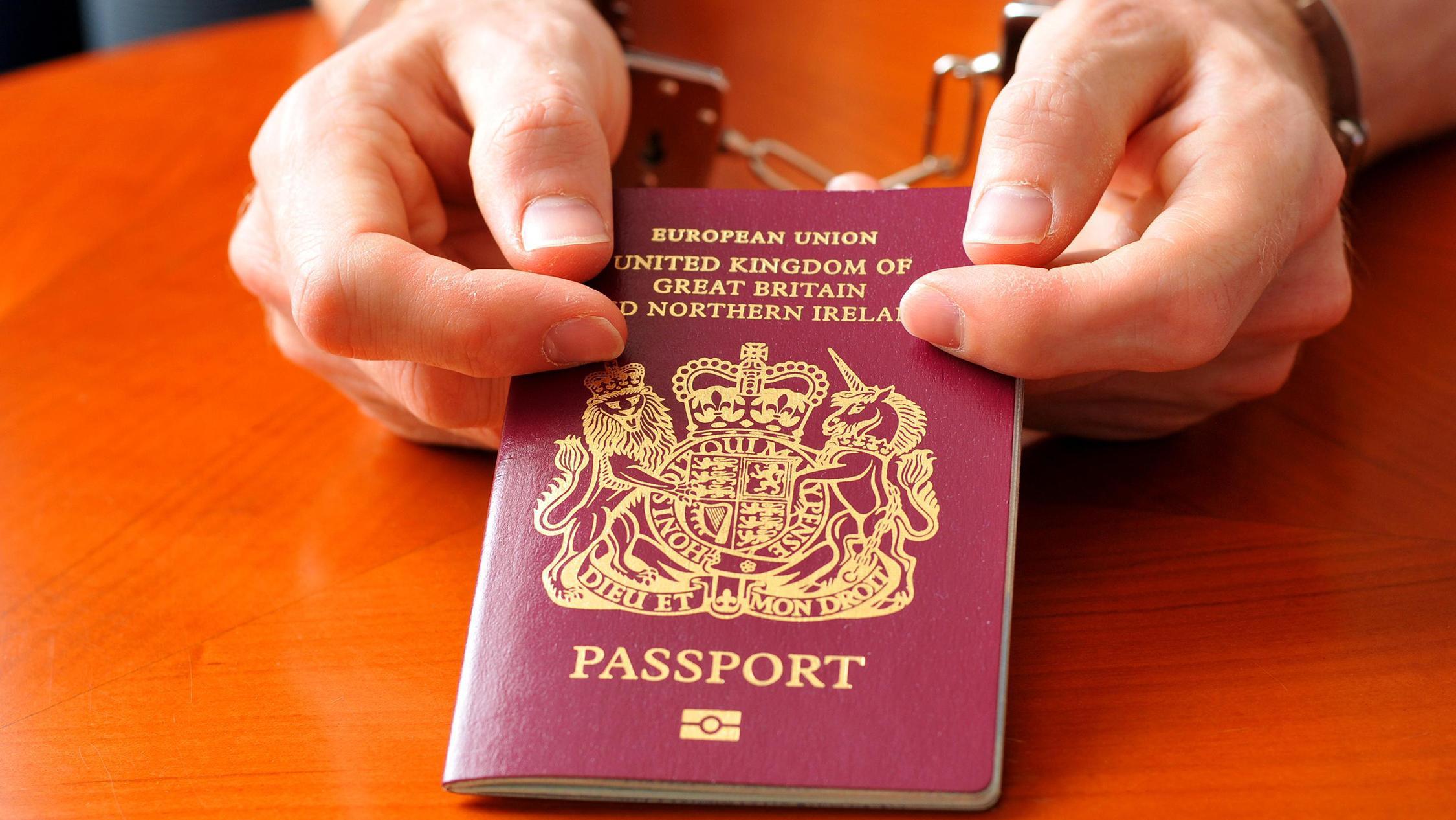 Власти Англии лишили гражданства 150 предполагаемых экстремистов