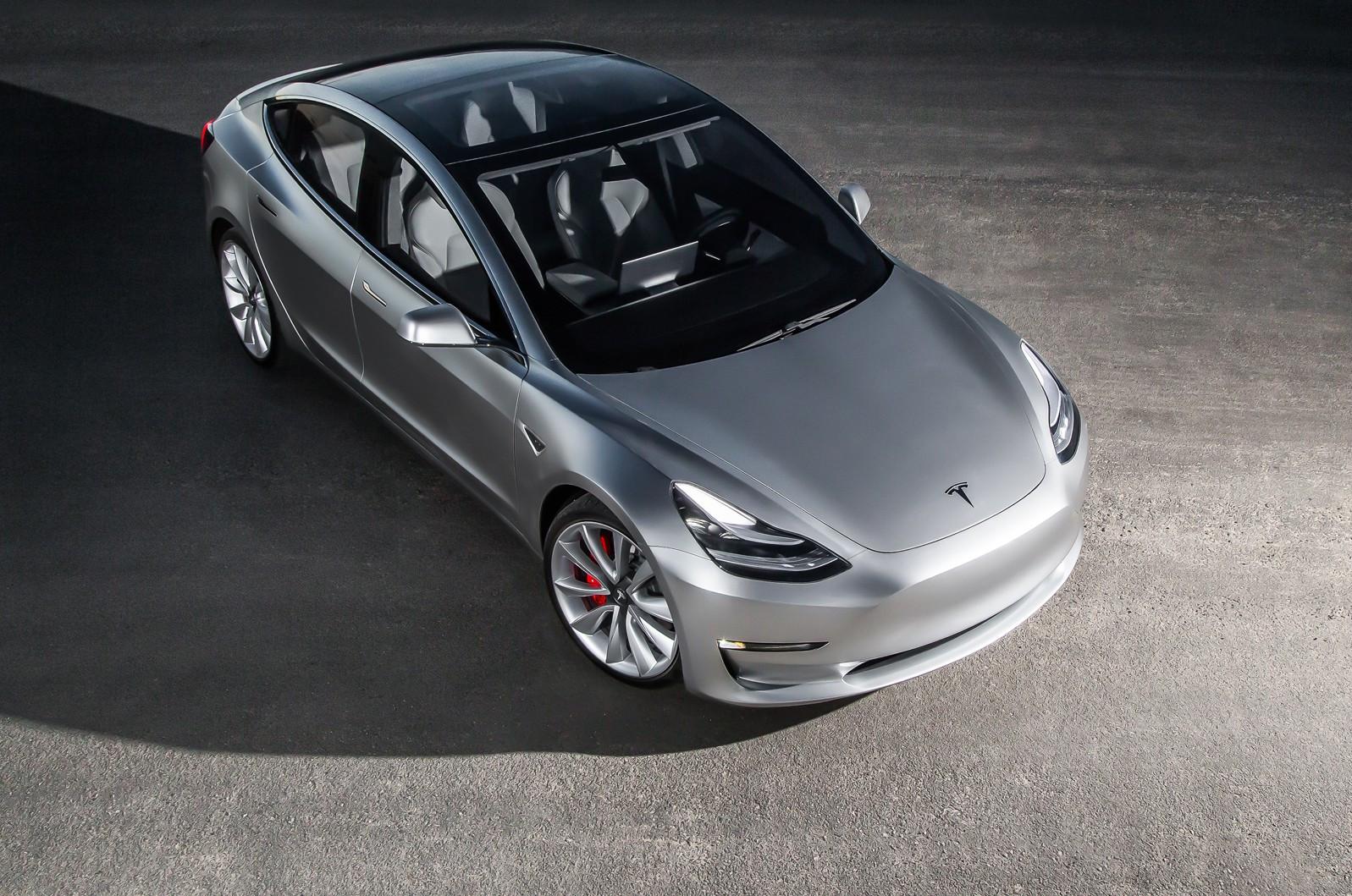 «Заряженная» версия Tesla Model 3 появится в 2018г