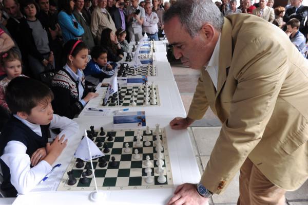 Карякина порадовало возвращение Каспарова в шахматы