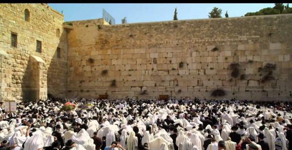 Приход Мессии: В Иерусалиме «заплакали» стены храма