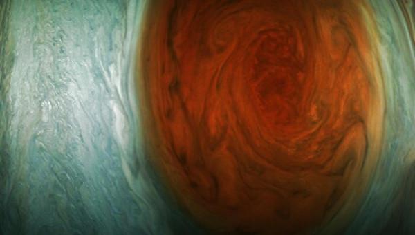 NASA сфотографировало на Юпитере большое красное пятно