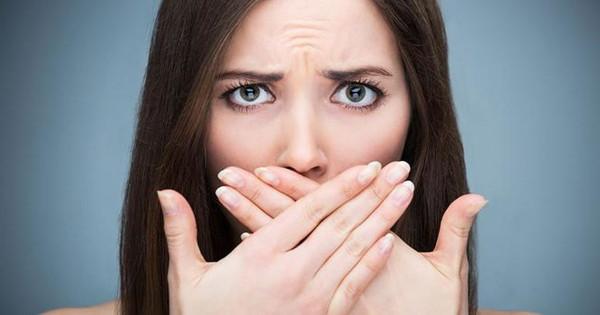 Названы эффективные способы, которые позволят узнать запах во рту