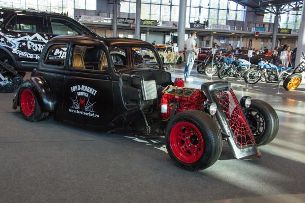 В Петербурге открылось красочное Royal Auto Show X