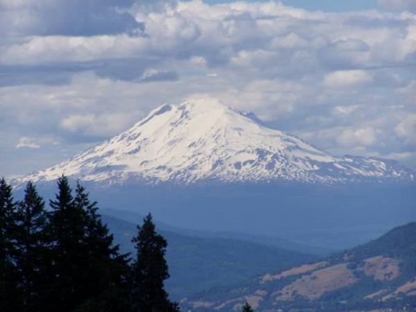 На вершине горы Адамс нашли замороженное тело пришельца