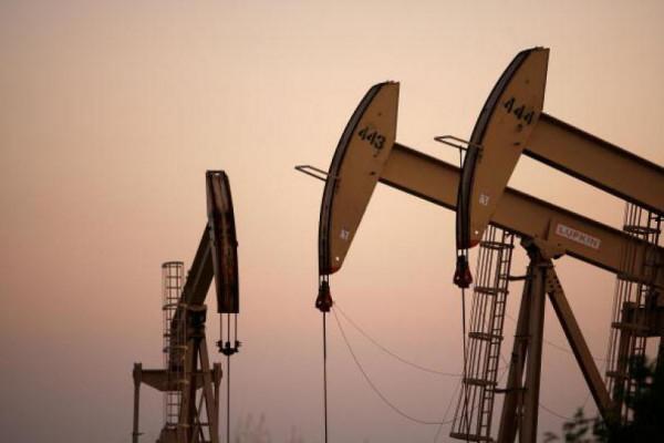 Цены на нефть упали сразу на 3%