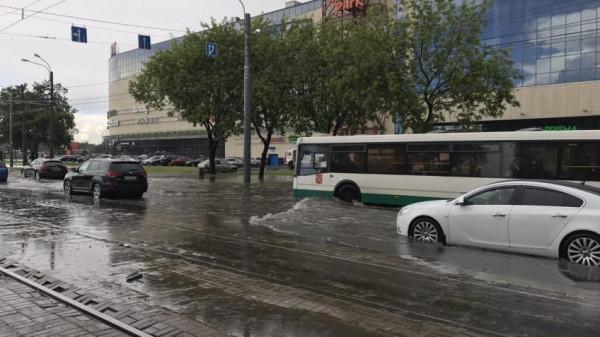 В Санкт-Петербурге после града канализации не справляются с нагрузкой