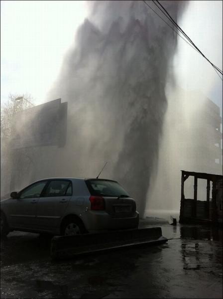 В Екатеринбурге прорвало трубопровод 29 раз
