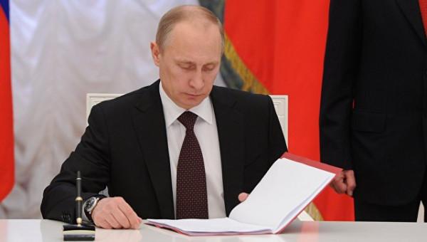 Путин подписал закон об увеличении порога долга для запрета выезда за рубеж