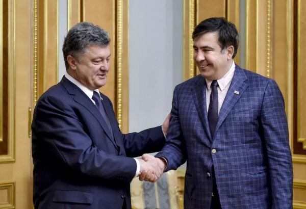 Саакашвили назвал президента Украины трусом, вонзившим нож ему в спину