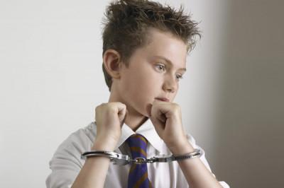 Теория и практика задержания несовершеннолетних полицией часто не совпадают