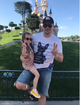 Кристина Асмус и Гарик Харламов отправились вместе с дочкой в Диснейленд