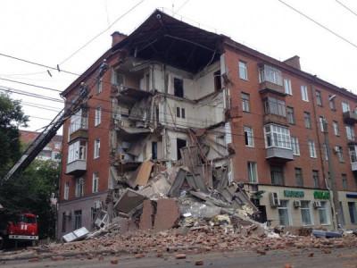 В Петербурге обрушилась часть жилого дома