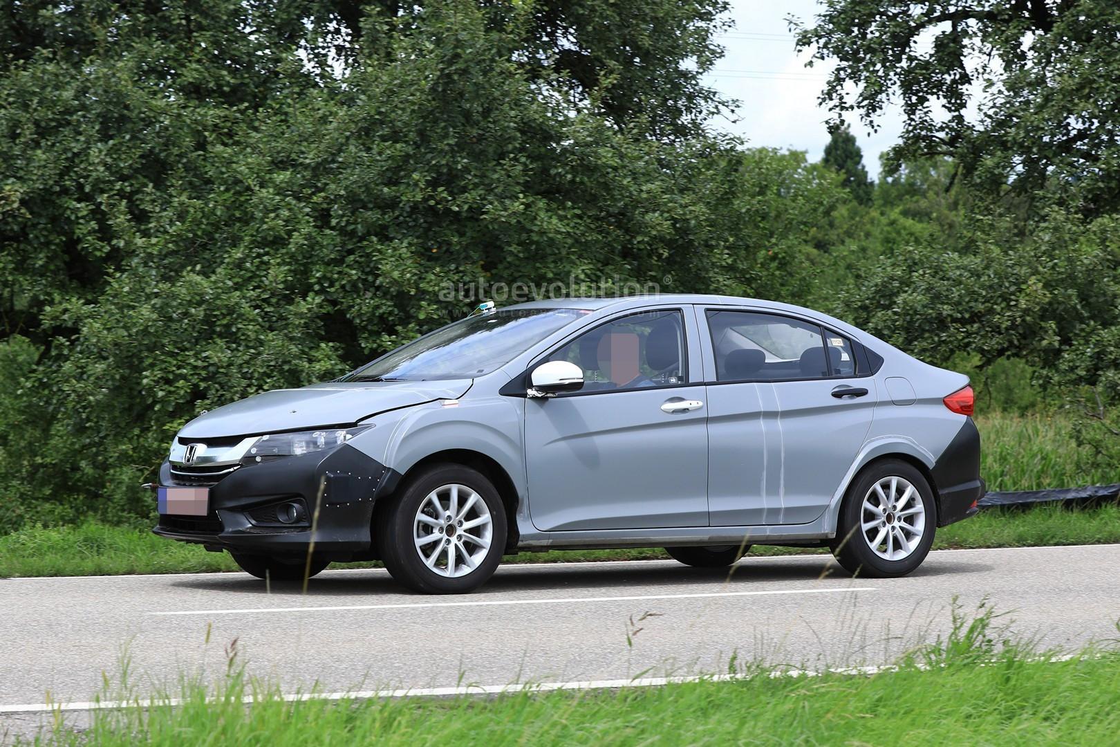 Лексус проводит дорожные тестирования нового седана премиум классаES