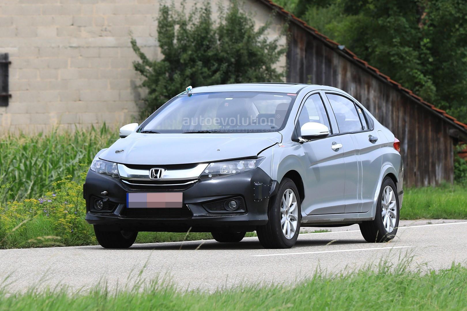 Lexus ES нового поколения вывели на дорожные испытания