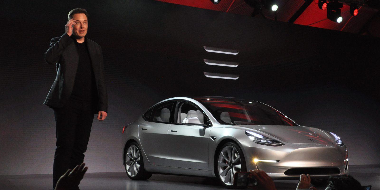 Клиенты массово отказываются отнового Tesla Model 3