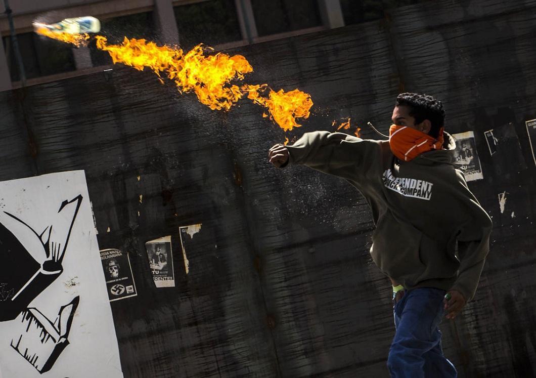 Испания сочла нападение насвое посольство вКаракасе маленьким инцидентом