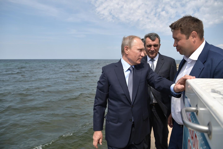 Путин потребовал достроить дорогу набайкальском Ольхоне