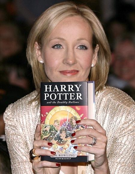 Джоан Роулинг возглавила список самых высокооплачиваемых писателей планеты поверсии Forbes