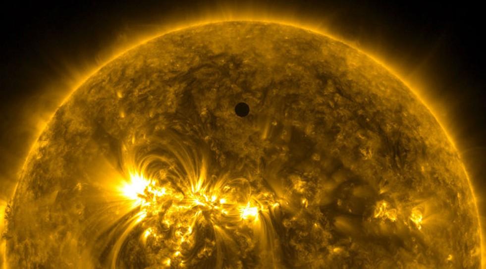 Вглобальной паутине появились кадры процесса питания НЛО плазмой Солнца