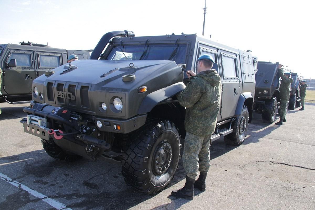 Воронежцы удивились уникальным военным автомобилям наулице Ворошилова