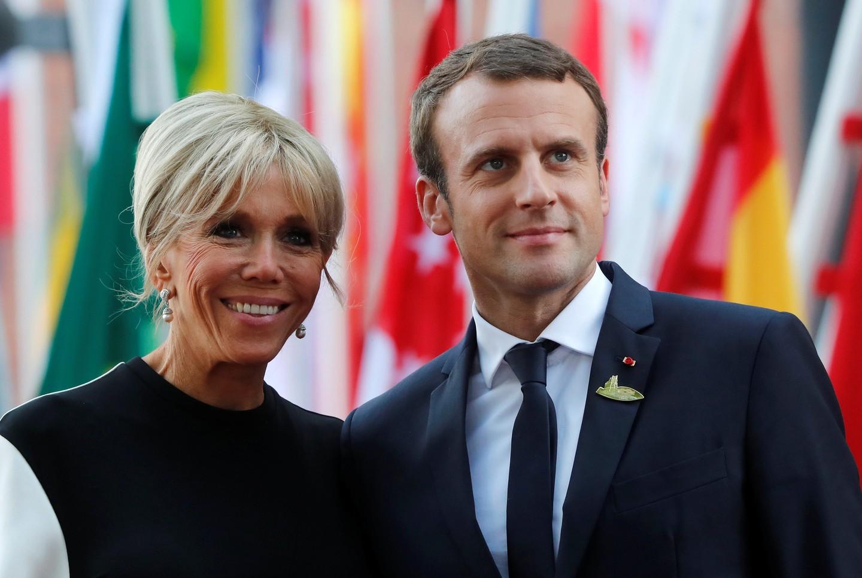 Неменее  170 тыс.  французов подписали петицию против супруги  Макрона