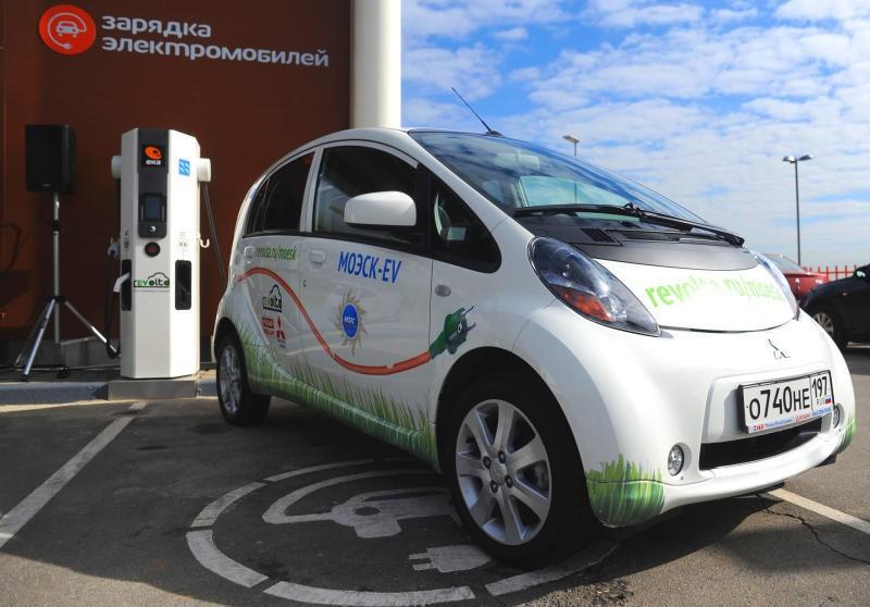 Накартах столичных парковок появились зарядные станции для электромобилей