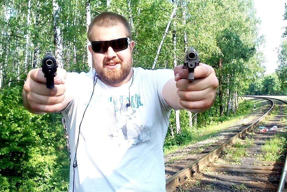 Ударивший корреспондента НТВ мужчина вышел изизолятора