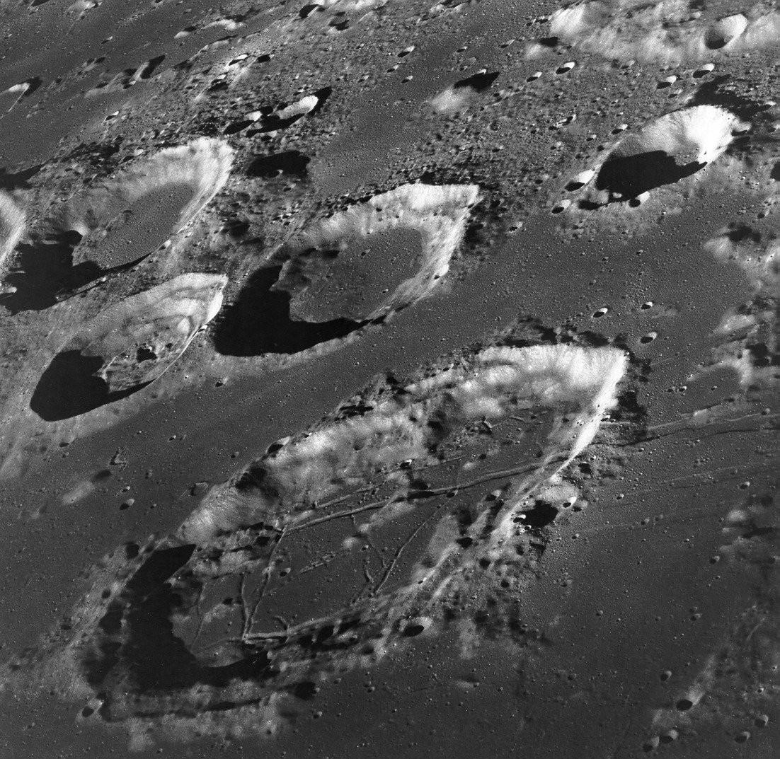 На Луне похороненные корабли пришельцев «обезоружили» НАСА