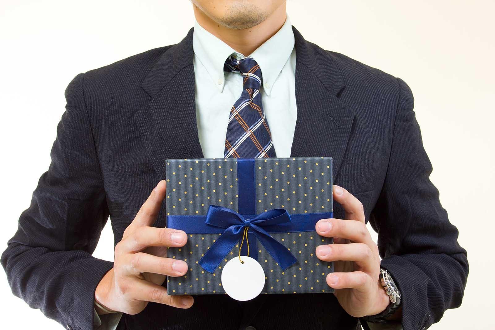 Подарки для уважаемых людей