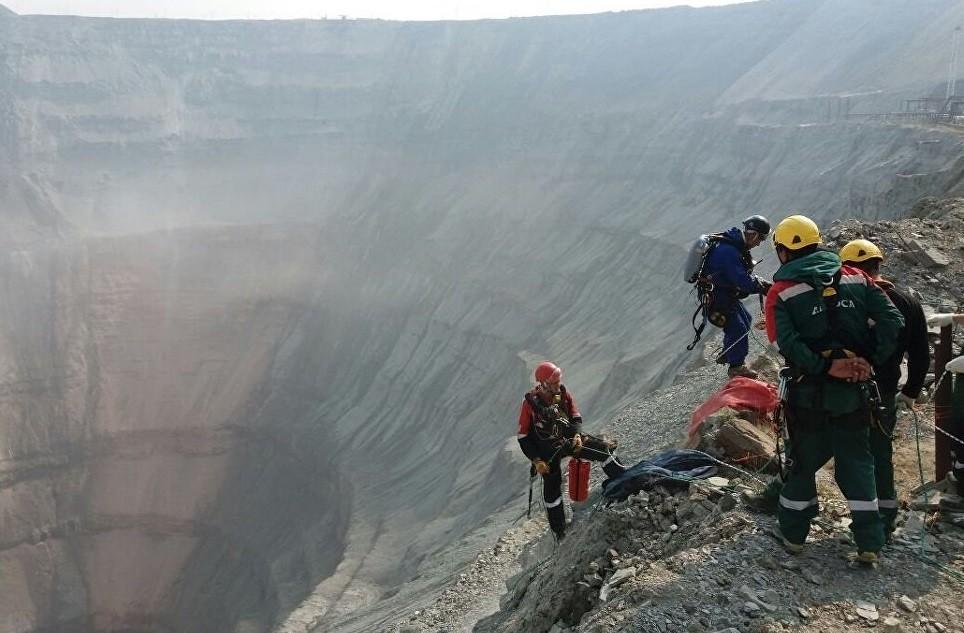 Вице-премьер Трутнев прибыл наместоЧП наякутскую шахту «Мир»
