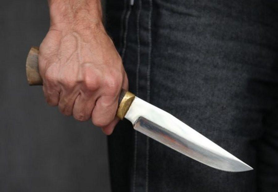 В столице мужчина сножом напал наизвестного телеведущего вовремя съёмок