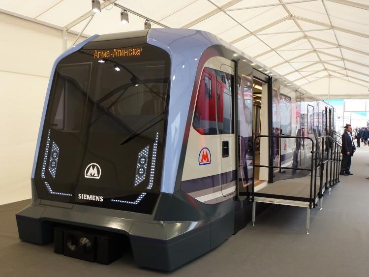 Свыше 2-х тыс. служащих столичного метро получили новейшую форму
