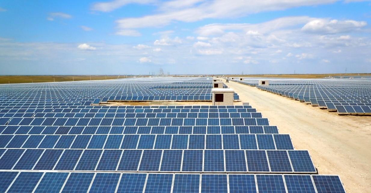 Самая крупная солнечная электростанция наводе прослужит минимум 25 лет