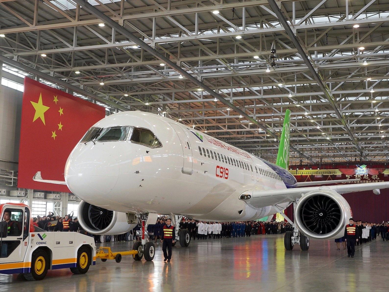 Китайский самолет экстренно сел в столице из-за членовредительства пассажира