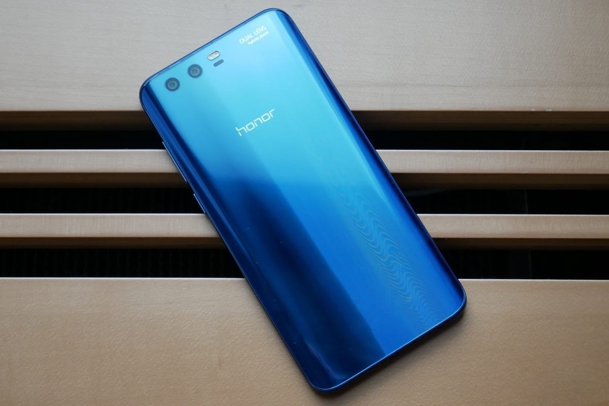 https://vistanews.ru/uploads/posts/2017-08/1503064621_huawei-honor-9-premium-2.jpg