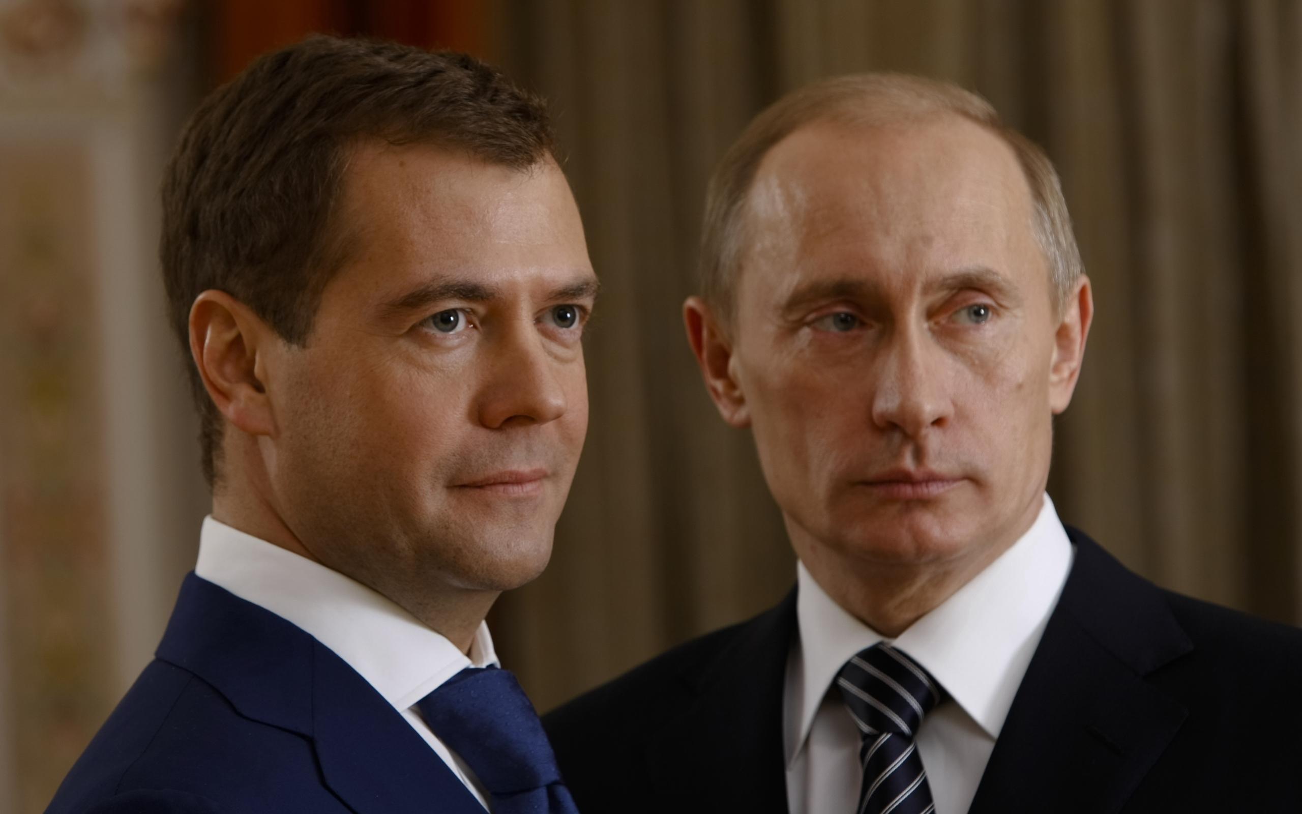 Для В.Путина  иМедведева провели экскурсию по35-й береговой батарее